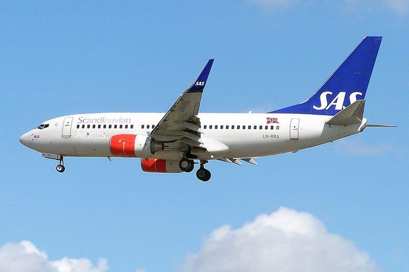 800px-LN-RRA_Boeing_737-700_SAS_(6058321087)